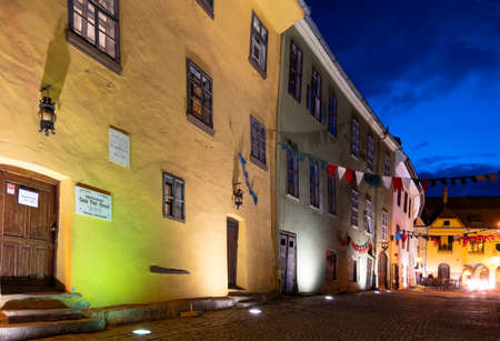 Exterior view by night of the house where Vlad Tepes was allegedly born in the 14th century, in Sighisoara, Transylvania Редакционное