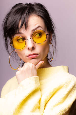 girl with bangs, yellow clothes, gray background 版權商用圖片