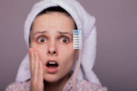 woman brushes teeth, toothache, toothbrush
