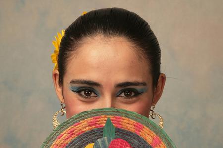 traje mexicano: Bailarina mexicana tradicional de Nayarit