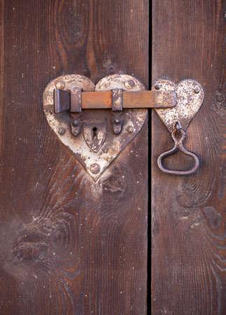cerradura de la puerta en forma de corazón