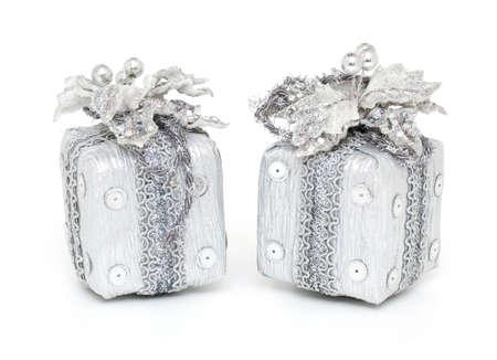 noel argent�: deux cadeaux de No�l isol� sur fond blanc