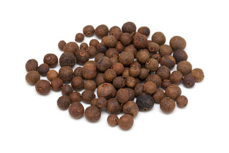pimento: allspice isolated on white background