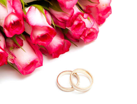 roses and wedding rings photo