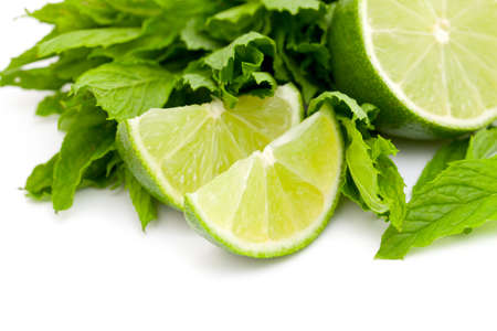 레몬: 흰색에 고립 된 라임과 민트