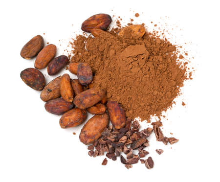 verse cacao geïsoleerd op wit