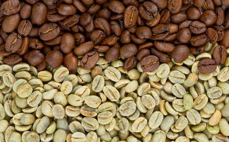 semilla de cafe: los granos de caf� verde y tostado