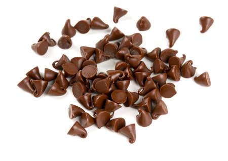 chocolade druppels op wit wordt geïsoleerd