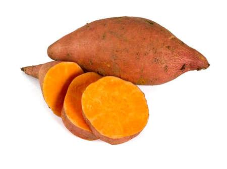 zoete aardappel geïsoleerd op wit