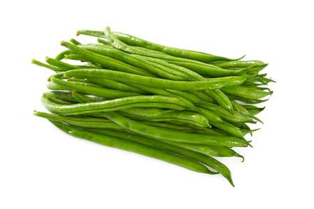 grüne Bohnen isoliert auf weißem Hintergrund