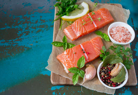 salmon on turquoise surface Banque d'images - 117561140