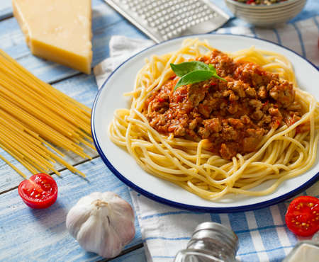 spaghetti bolognese on wooden surface Standard-Bild