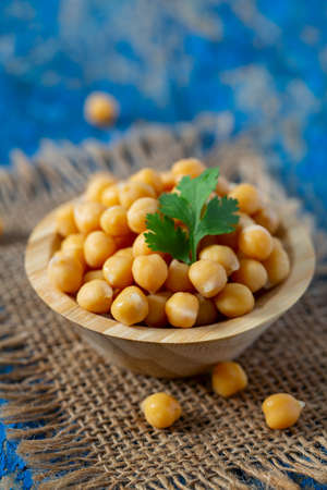 chickpea on blue wooden surface Stockfoto