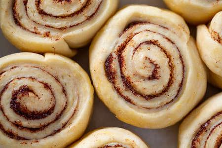 raw cinnamon rolls Foto de archivo