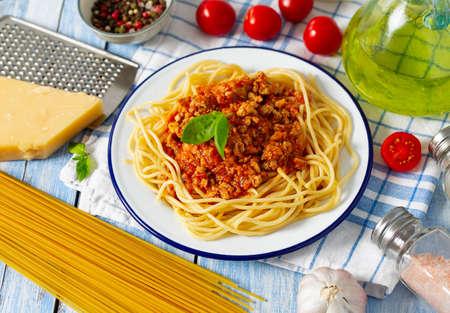 spaghetti bolognese on wooden surface Standard-Bild - 124532082