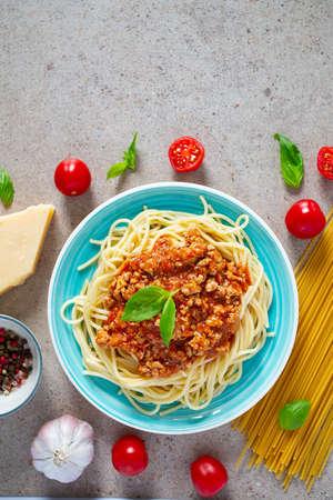 spaghetti bolognese on granite surface Standard-Bild - 124532091