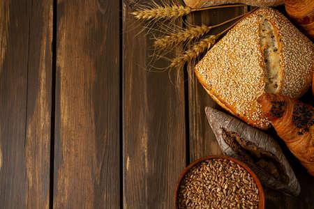 fresh bread on wooden surface Standard-Bild - 124532142