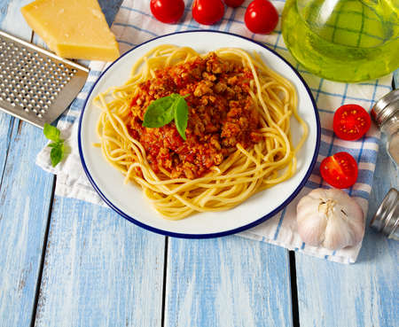 spaghetti bolognese on wooden surface Standard-Bild - 124532300