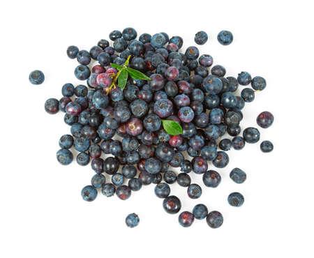 świeże jagody na białym tle