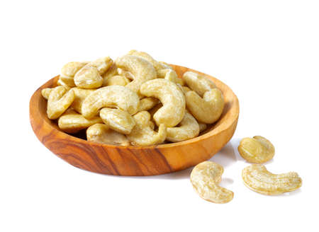 cashew nuts in a bowl isolated on white background Imagens