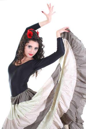 flamenca bailarina: mujer atractiva joven en falda larga bailando