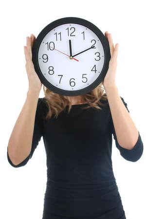 puntualidad: Mujer de negro con reloj sobre blanco