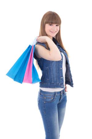 colegiala: Adolescente en jeans ropa con bolsas de la compra aislados en fondo blanco