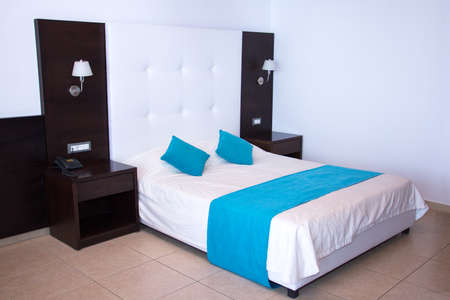king size bed: luxury modern white bedroom with king size bed in hotel