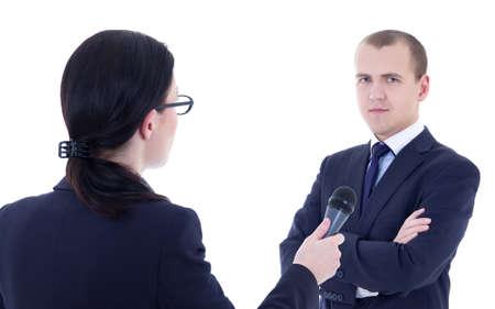 reportero: reportera con toma de micr�fono entrevista y el hombre de negocios aislados sobre fondo blanco Foto de archivo