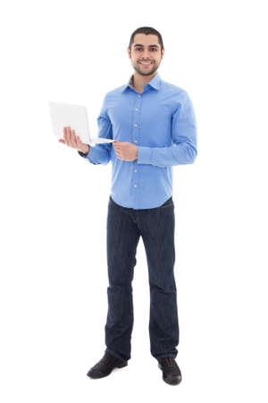 bel homme: portrait en pied d'un homme beau arabique avec un ordinateur portable isolé sur fond blanc Banque d'images