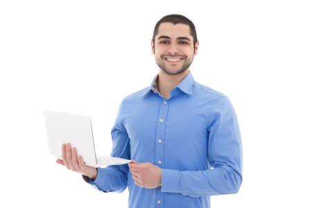 hombre arabe: Retrato de hombre guapo �rabe con ordenador port�til aislados en fondo blanco