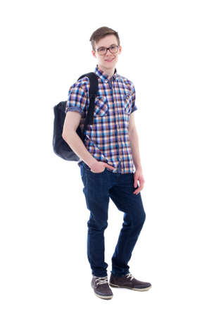 niño con mochila: retrato de cuerpo entero de adolescente guapo con mochila aislado en el fondo blanco