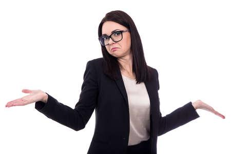 Mujer de negocios muy encoge de hombros con las palmas abiertas aisladas sobre fondo blanco Foto de archivo - 56365817