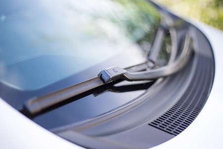 fermer la voiture pare-brise pluie essuie-glaces