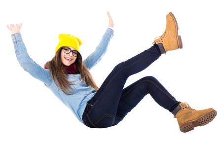 divertido adolescente cayendo en ropa de invierno aislado sobre fondo blanco Foto de archivo