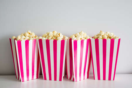 popcorn in red striped boxes over white background Imagens - 124961914