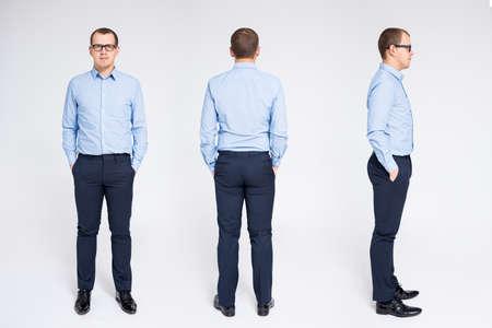 Vista frontal, posterior y lateral del empresario posando sobre fondo gris Foto de archivo