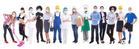 koncepcja koronawirusa, pandemii, opieki zdrowotnej i bezrobocia - zestaw różnych osób w masce ochronnej na białym tle