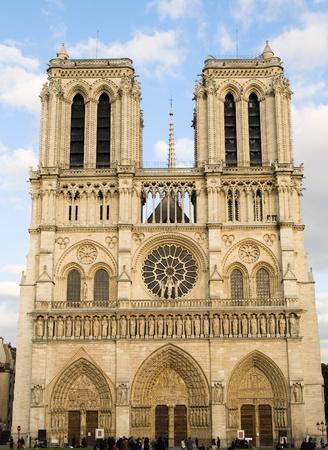 notre: Notre Dame de Paris. Front view.