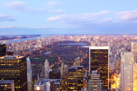 New York City Central Park aerial view with Manhattan skyline and skyscrapers at dusk 版權商用圖片