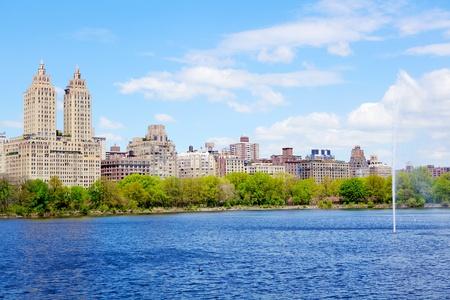 central park: Reservoir in Central Park and Manhattan skyline, New York City