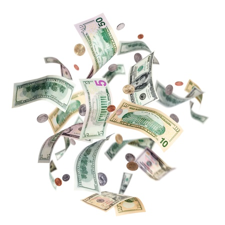 dinero volando: La ca�da de los billetes en d�lares americanos y monedas aisladas en blanco