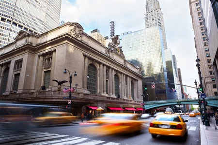 new york: Grand Central along 42nd Street with traffic, New York City