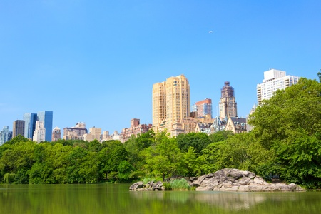 central park: Central Park with Lake and Manhattan skyscrapers, New York  Stock Photo