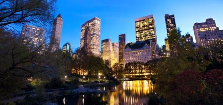 central park: Central Park panorama and Manhattan skyline at dusk, New York City