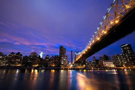 midtown: Queensboro Bridge and Manhattan skyline at dusk, New York City Stock Photo