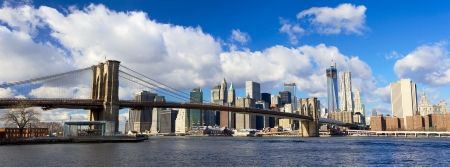 brooklyn: Panoramic view of Brooklyn Bridge and Manhattan skyline, New York City