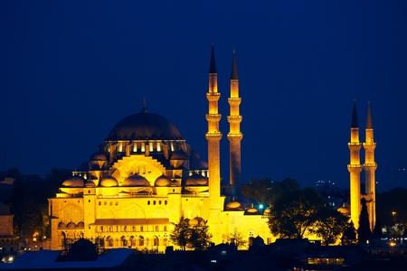 camii: Suleymaniye mosque  Süleymaniye Camii  at night, Istanbul, Turkey
