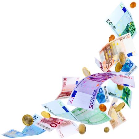 Vallende eurobankbiljetten en-munten op wit wordt geïsoleerd Stockfoto