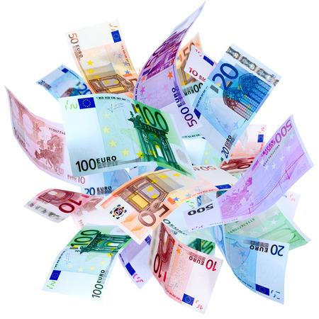 Vallende Euro bankbiljetten geïsoleerd op wit Stockfoto